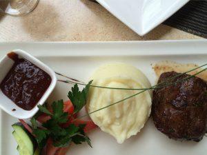 Essen im Restorans Majorenhoff