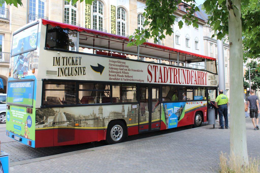 Stadtrundfahrt-Bus in Dresden