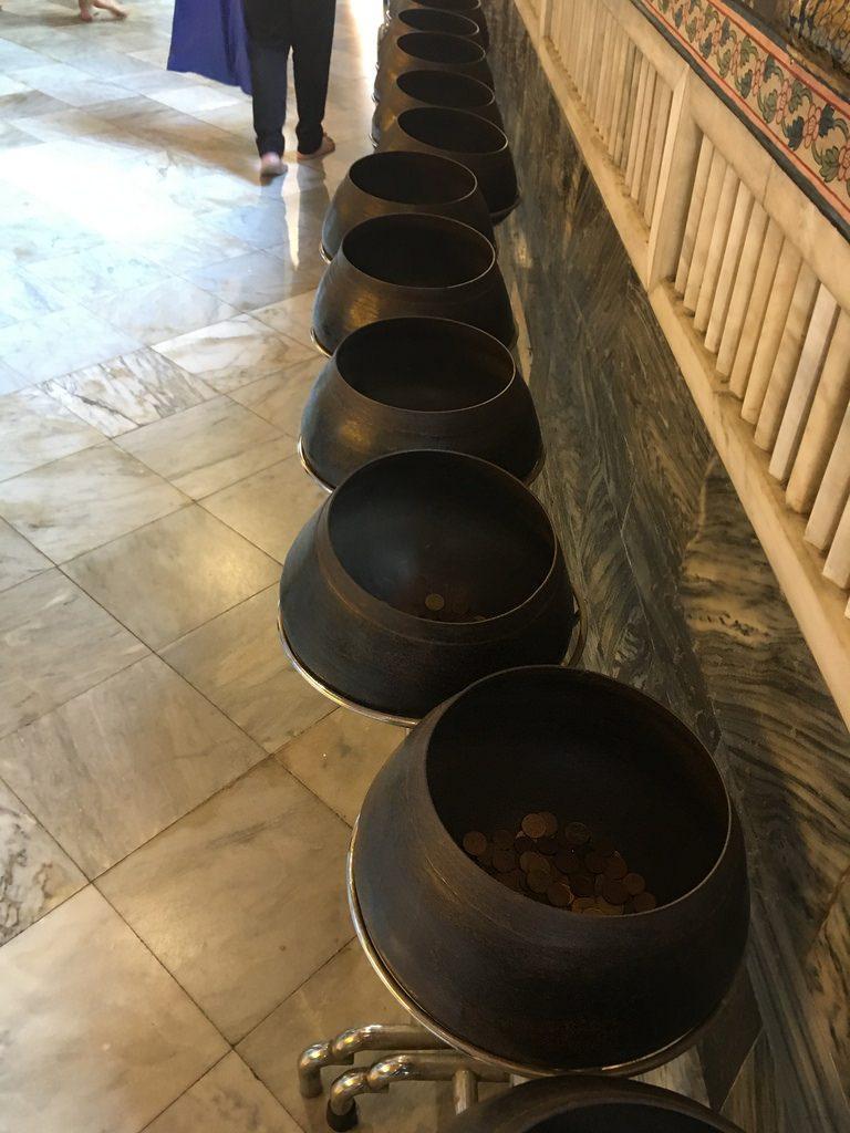 Wat Pho - Bronzeschalen - Bangkok Temple-Tour